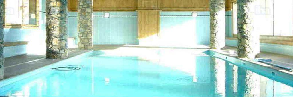 la piscina dentro casa